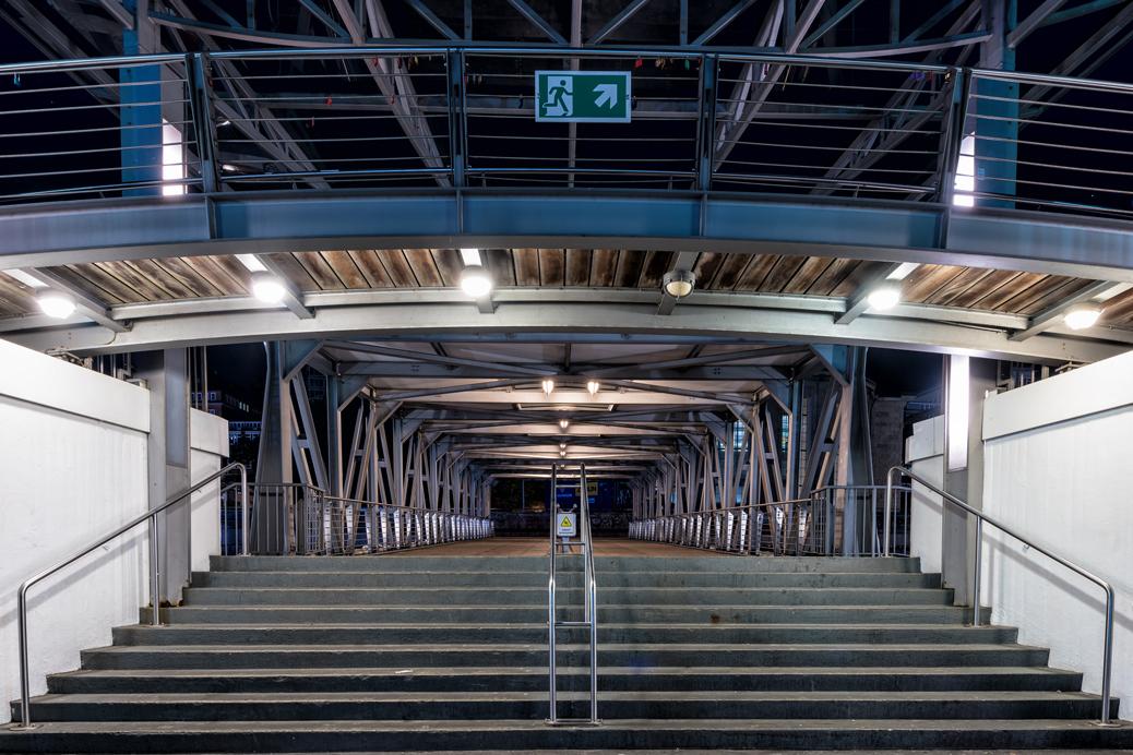 (©) Rolf Zipf-Marks - Tunnel, Gänge, Flure